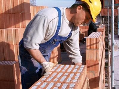 Árbevételük csökkenésére számítanak az építőipari cégek az első félévben