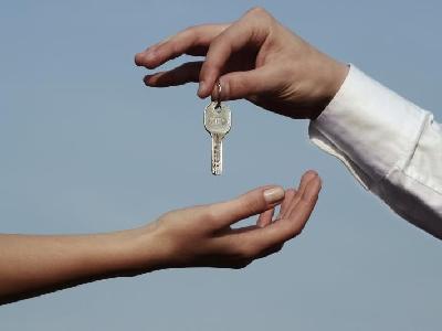 Megemelte a román kormány a fiatalok lakáshitelezésére szánt garanciakeretet